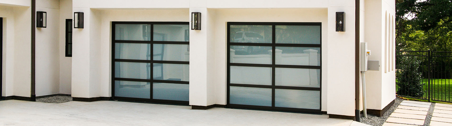 Model 8850, Black powder coated aluminum, White Laminated glass