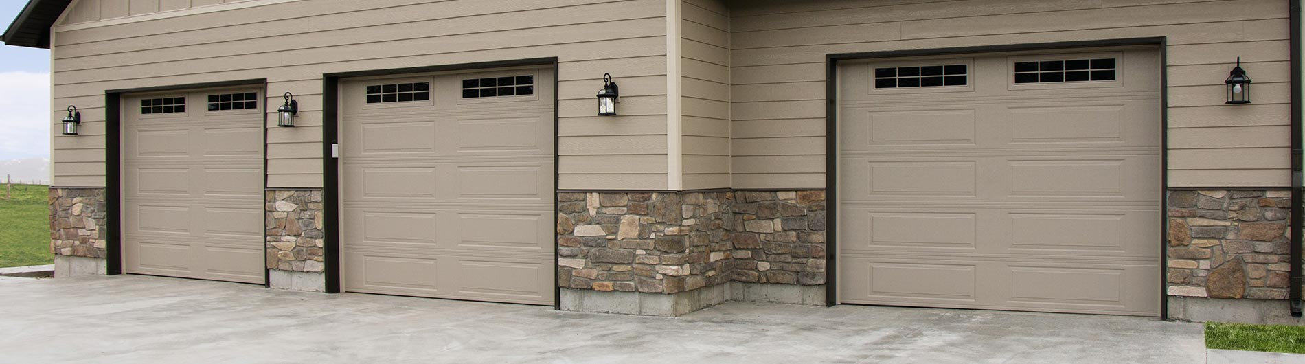 model-9605-Steel-Garage-Door-Ranch-Desert-Tan-StockbridgeII